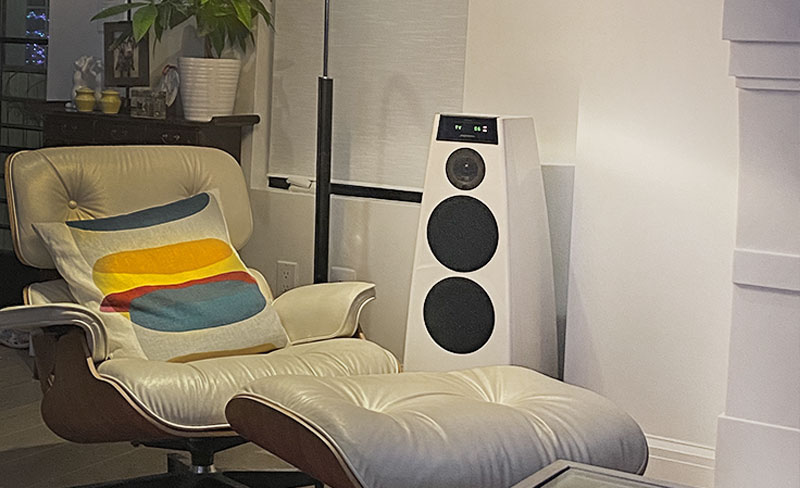 Meridian 5200.2 Free Standing Speakers