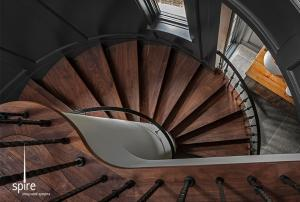 Lomier-kitchen-stairs